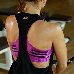 Sportoutfit Muster Detail Rücken