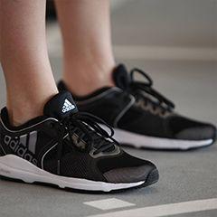 Sportoutfit Pastell Detail adidas Schuhe